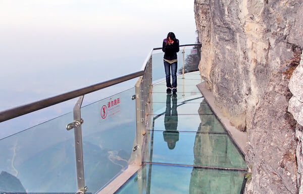 tianmen04 Transparent Glass Skywalk in China's Tianmen Mountain Park