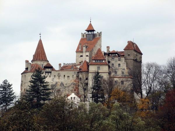 Bran Castle.jpg 2 600x450 Dracula Bran Castle Amazing Gothic Arhitectural Design