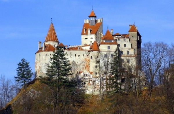 Bran Castle.jpg 3 600x395 Dracula Bran Castle Amazing Gothic Arhitectural Design