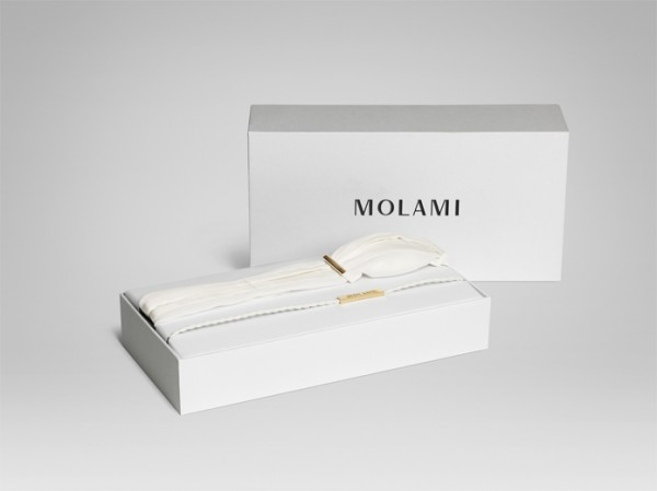 original  0026 molami openbox twine white goldjpg 6421 600x449 Luxury Headphones with an Innovative Design
