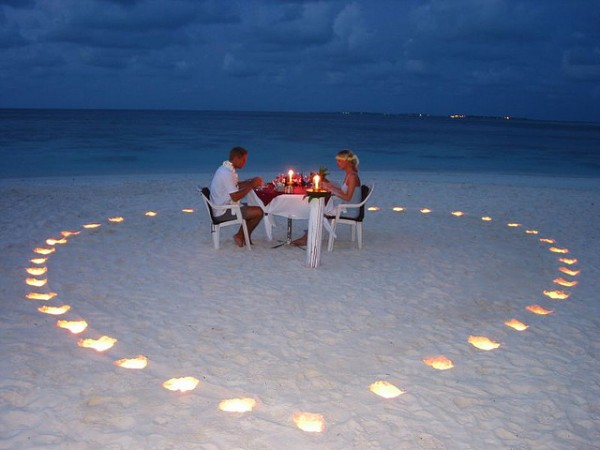 romantic dinner 600x450 Romantic Table Decorations Ideas for Valentines Day