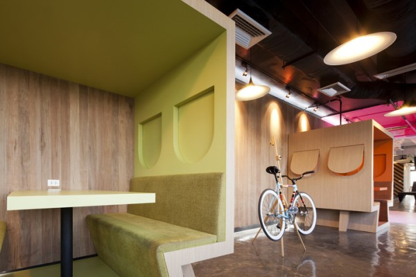 sms saatchisaatchi 29 600x400 Playful and Inspiring Design Solutions for Saatchi&Saatchis Office in Bangkok