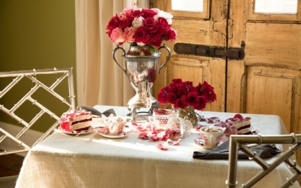 valentines day 600x376 Romantic Table Decorations Ideas for Valentines Day