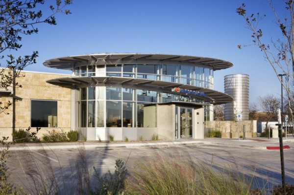 UFCU Ben White Branch5 600x399 Sustainable Building for UFCU Ben White Branch in Texas