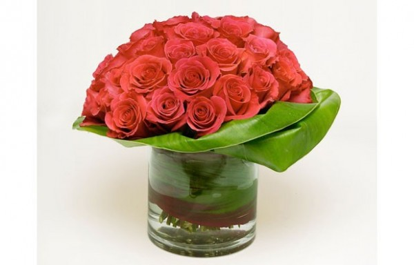 valentines day flower centerpiece12 600x384 Vibrant Valentines Day Flowers Centerpiece Ideas