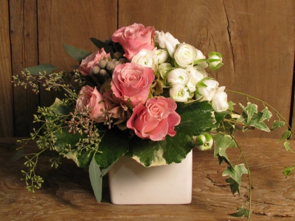 valentines day flower centerpiece4 600x450 Vibrant Valentines Day Flowers Centerpiece Ideas