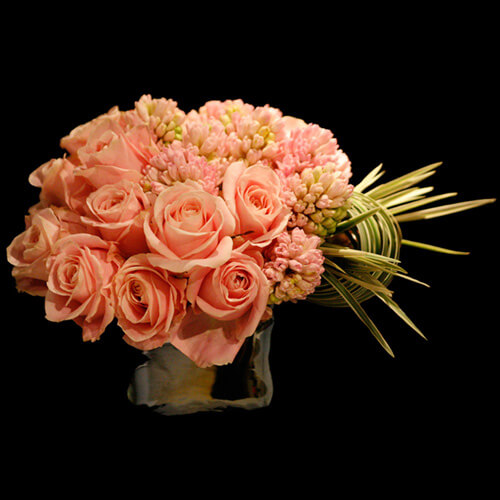 valentines day flower centerpiece8 Vibrant Valentines Day Flowers Centerpiece Ideas