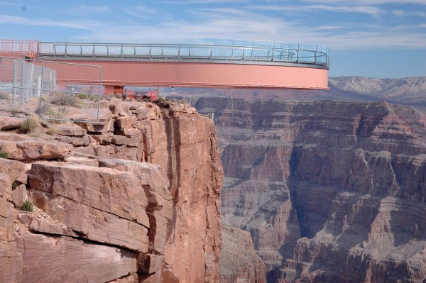100 600x399 Grand Canyon Skywalk, a Transparent Feel of Freedom
