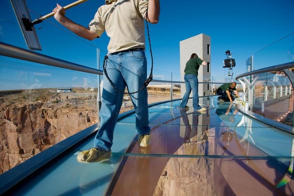 Skywalk1054 600x400 Grand Canyon Skywalk, a Transparent Feel of Freedom