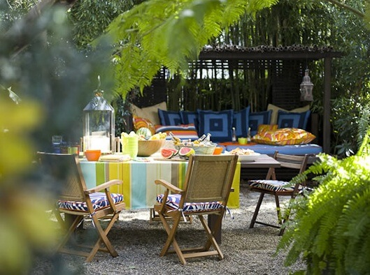 colorful outdoor space3 10 Designs Ideas to Create Colorful Outdoor Spaces