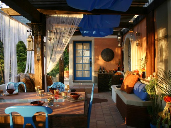 maroccan outdoor room design 600x450 10 Designs Ideas to Create Colorful Outdoor Spaces
