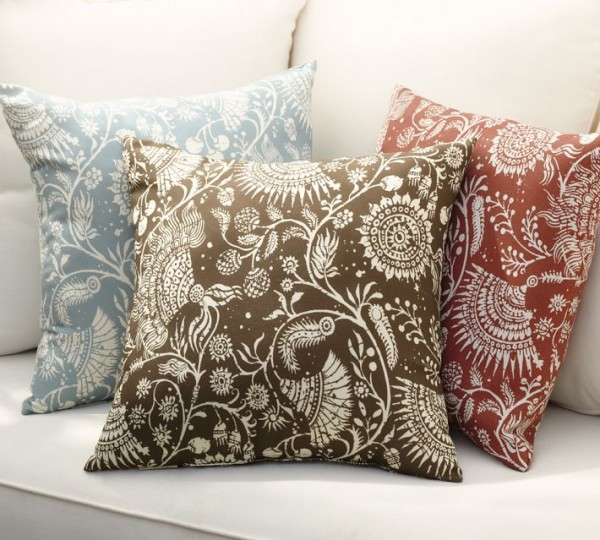 outdoor pillow floral 600x540 20 New Outdoor Pillows Models from Pottery Barn