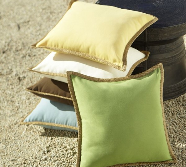 outdoor pillow2 600x540 20 New Outdoor Pillows Models from Pottery Barn