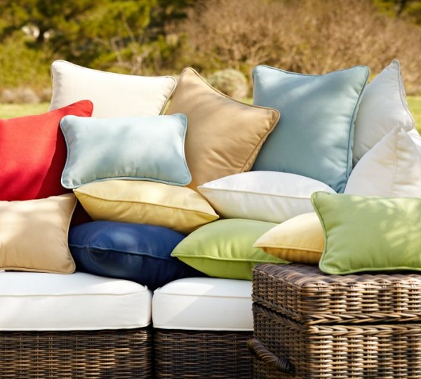 outdoor pillow3 600x540 20 New Outdoor Pillows Models from Pottery Barn