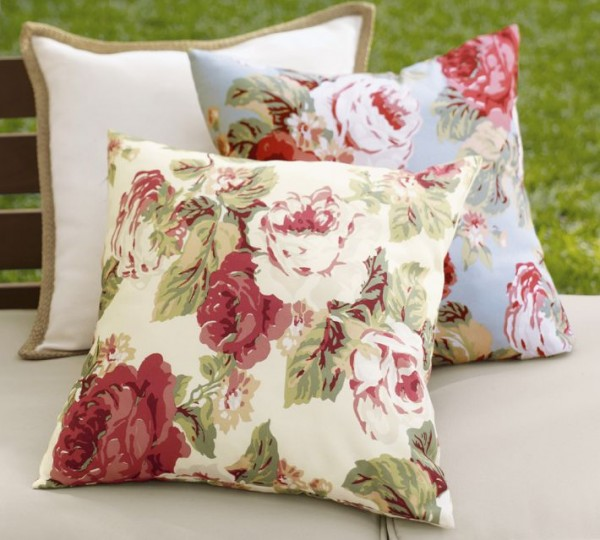 outdoor pillow5 600x540 20 New Outdoor Pillows Models from Pottery Barn