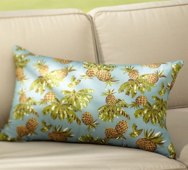 outdoor pillow6 600x540 20 New Outdoor Pillows Models from Pottery Barn