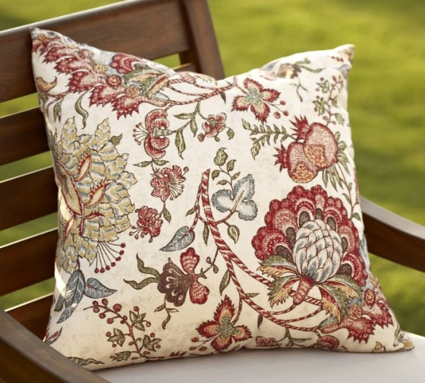 outdoor pillows flowers1 600x540 20 New Outdoor Pillows Models from Pottery Barn