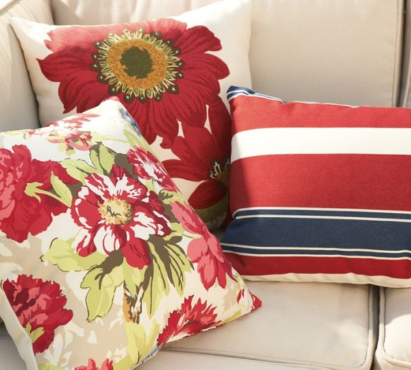 outdoor pillows red 600x540 20 New Outdoor Pillows Models from Pottery Barn
