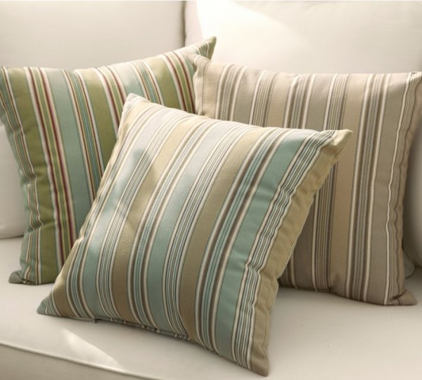 outdoor pillows stripes 600x540 20 New Outdoor Pillows Models from Pottery Barn