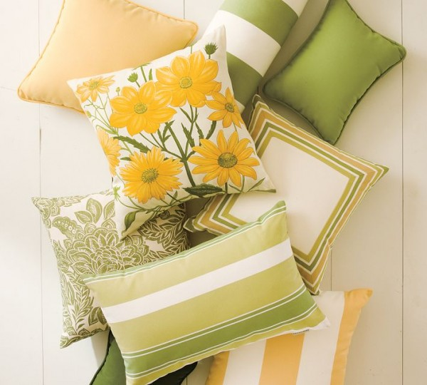 outdoor pillows yellow 600x540 20 New Outdoor Pillows Models from Pottery Barn