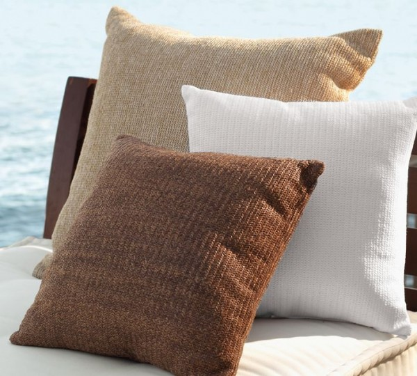 outdoor pillows2 600x540 20 New Outdoor Pillows Models from Pottery Barn