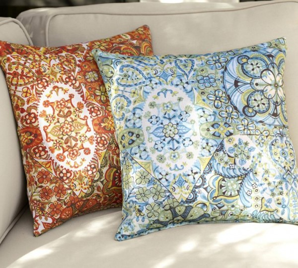 outdoor pillows5 600x540 20 New Outdoor Pillows Models from Pottery Barn