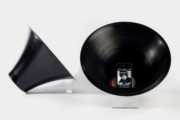 recycled vynil records1 600x400 22 Decorative Objects Ideas Using Old Vinyl Records