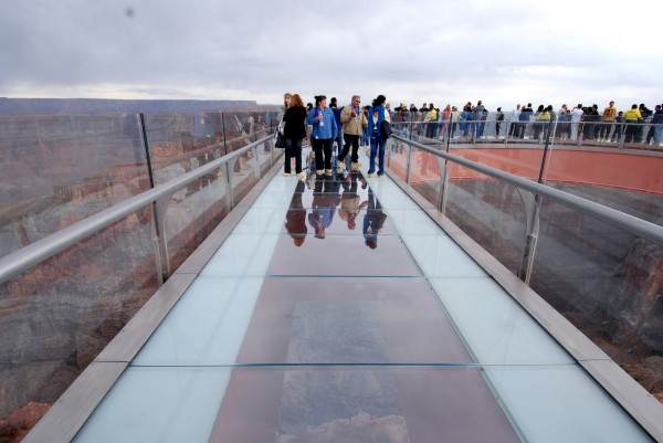 skywalk 01 600x401 Grand Canyon Skywalk, a Transparent Feel of Freedom