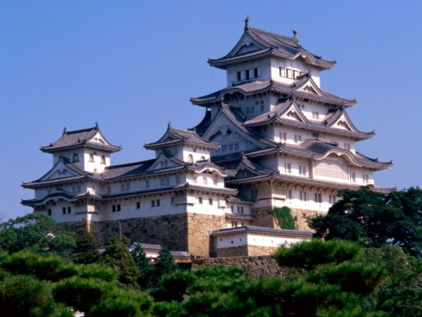 Himeji Castle Japan 600x450 4 Amazing Japanese Castles Designated National Treasures