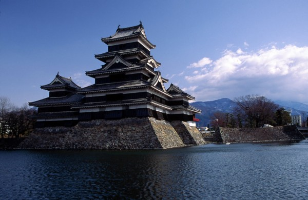 Matsumoto Castle1 600x390 4 Amazing Japanese Castles Designated National Treasures