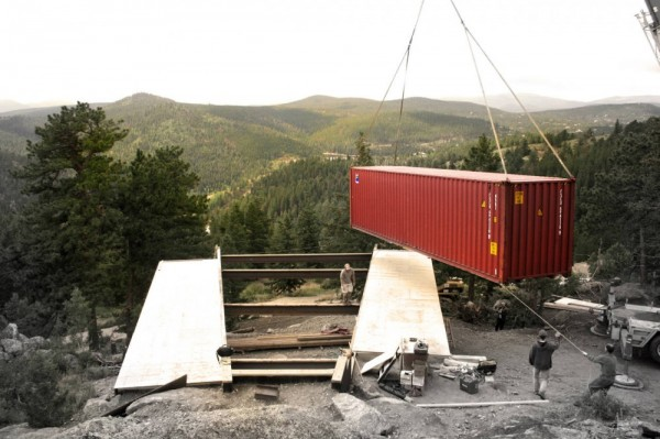 container house colorado usa 600x399 Solar Powered House   Shipping Container House Overlooking the Mountains