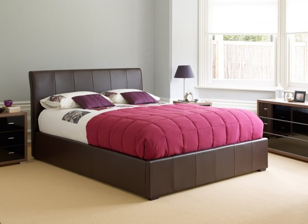 genoa ottoman 600x436 How to Know If a Queen Sized Bed is Right for You
