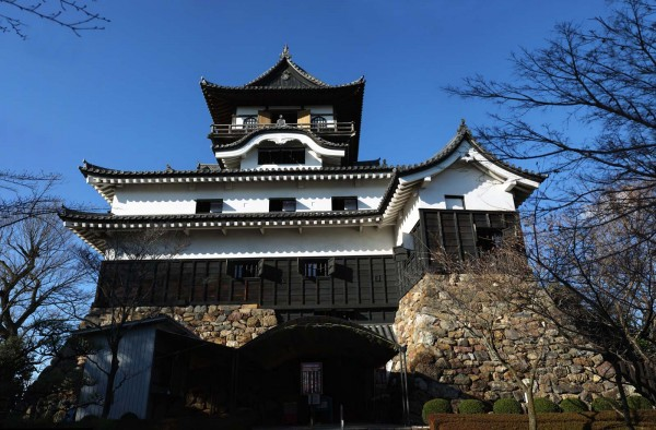 inuyama castel in japan 600x394 4 Amazing Japanese Castles Designated National Treasures