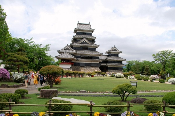 nagano matsumoto castle japan 600x399 4 Amazing Japanese Castles Designated National Treasures