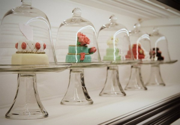 pastry boutique interior design 600x417 Enchanting Interior Design for a Pastry Shop in Montreal