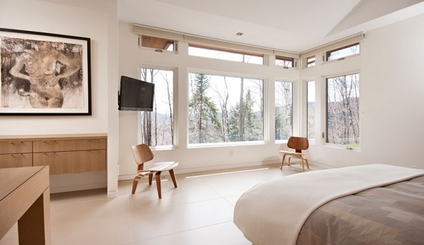 yyu 600x347 Minimalist Interior Design Defines the Laurentian Long House