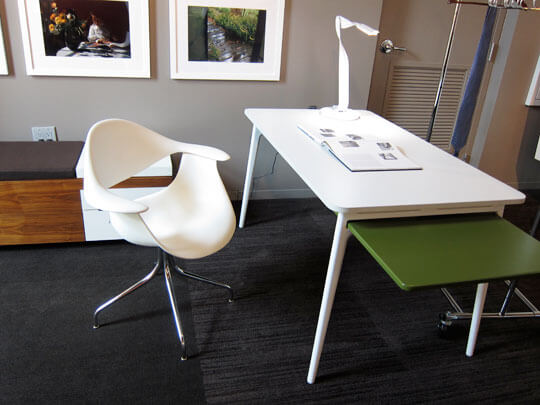 White Nelson Swag Leg Chair For Workplace