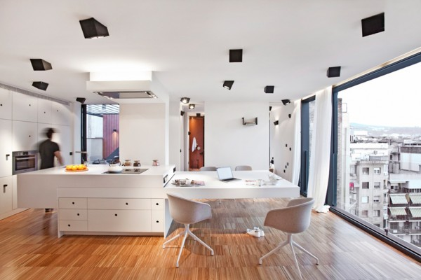 spain apartment 600x400 Contemporary Apartment in Spain: Sleek Penthouse With 3 Terraces