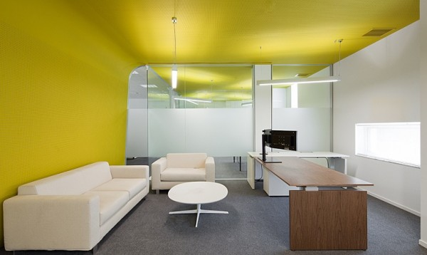 meeting-room-with-yellow-wall