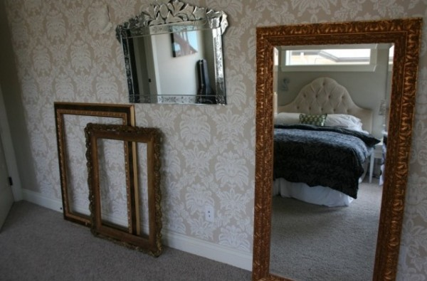 mirror-with-vintage-design
