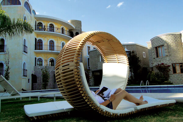 Chaise Lounge Loopita Bonita 06 Loopita Bonita: Outdoor Double Lounger with a Roller Coaster Look