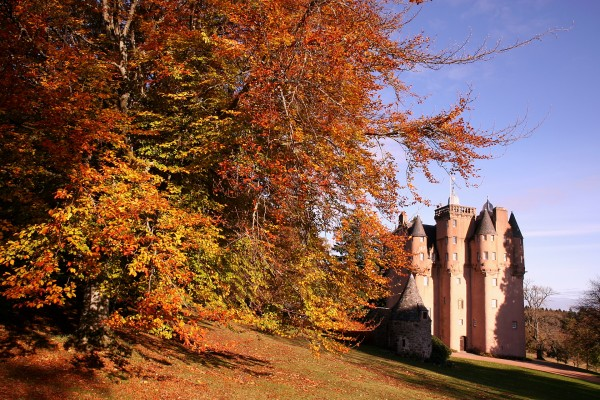 Craigievar Castle Scotland 01 600x400 7 Most Renowned Scottish Castles