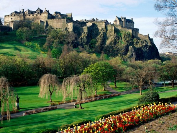 Edinburgh Castle Scotland 01 600x450 7 Most Renowned Scottish Castles