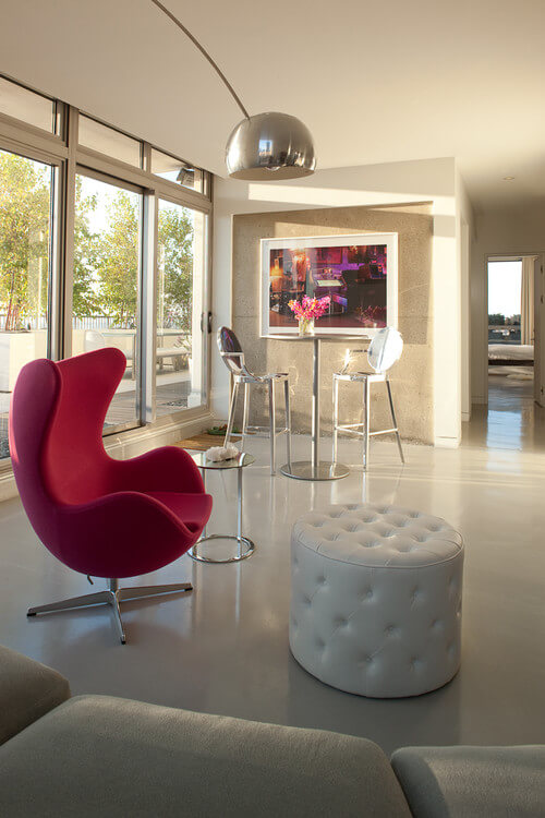 The Egg Chair by Arne Jacobsen and Fritz Hansen 03 10 Modern Interiors Featuring The Iconic Egg Chair