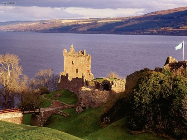 Urquhart Castle Scotland 01 600x450 7 Most Renowned Scottish Castles