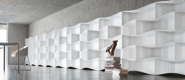 Dynamic Onda Bookcase System 03 600x260 Undulating Modular Bookcase System from Tonin CASA