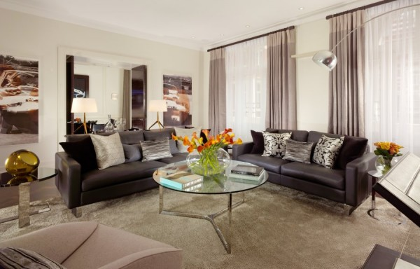 Luxurious Jaguar Suite in London 041 600x384 Power and Luxury: The Jaguar Suite at 51 Buckingham Gate, London