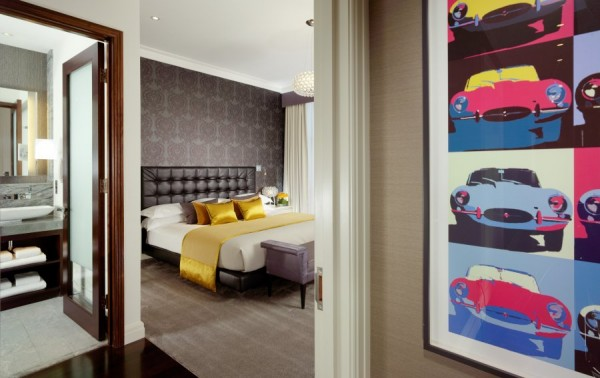 Luxurious Jaguar Suite in London 09 600x378 Power and Luxury: The Jaguar Suite at 51 Buckingham Gate, London