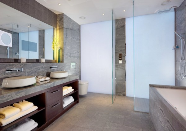 Luxurious Jaguar Suite in London 13 600x423 Power and Luxury: The Jaguar Suite at 51 Buckingham Gate, London