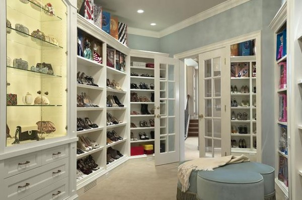 contemporary white blue walk in closets 600x398 30 Fabulous Walk In Closets to Inspire You